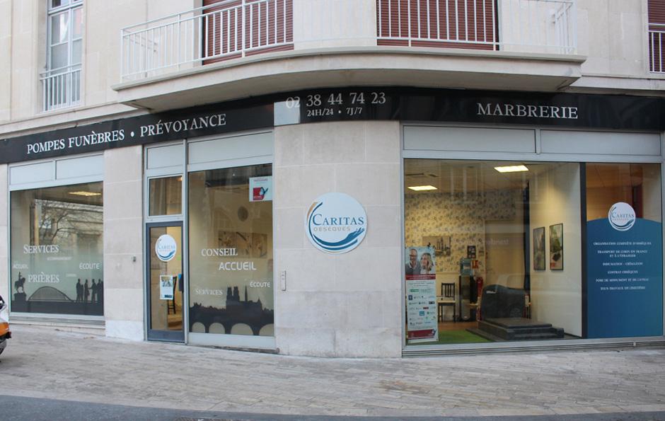Décoration vitrine Caritas Orléans